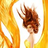 火少年女孩美丽的红色头发 免版税库存图片