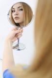 可爱的金发碧眼的女人 图库摄影