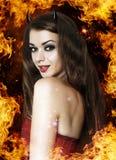 Όμορφη νέα γυναίκα ως προκλητικό διάβολο Στοκ φωτογραφία με δικαίωμα ελεύθερης χρήσης
