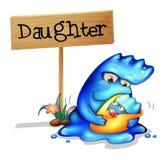 有她的女儿的一个爱恋的母亲妖怪 免版税库存照片