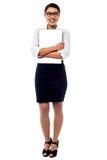 女性经理拥抱膝上型计算机紧紧 免版税图库摄影