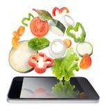 被隔绝的片剂和菜。食谱应用概念。 免版税库存图片