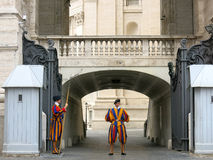 Ελβετικές φρουρές, πόλη του Βατικανού, Ιταλία Στοκ φωτογραφία με δικαίωμα ελεύθερης χρήσης
