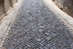 有鹅卵石的中世纪街道 免版税库存照片