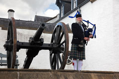 爱丁堡,苏格兰,未认出的苏格兰吹风笛者 库存照片