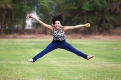 跳跃在健康食物的喜悦的 免版税图库摄影