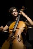 少妇弹大提琴 免版税图库摄影