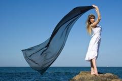 ξανθή θάλασσα κοριτσιών Στοκ εικόνες με δικαίωμα ελεύθερης χρήσης