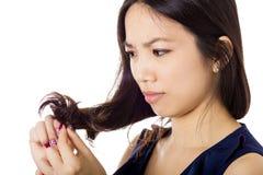 有头发问题的亚裔妇女 库存照片