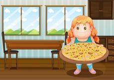 Ένα παχύ κορίτσι που κρατά έναν κύκλο της πίτσας Στοκ Φωτογραφία