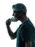 Портрет человека хирурга доктора с силуэтом лицевого щитка гермошлема Стоковая Фотография RF