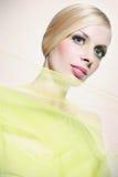 Красивая женщина в зеленом цвете Стоковое Изображение RF