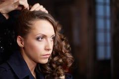 化妆在射击前的女演员 库存照片