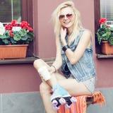 妇女四轮溜冰者 库存图片