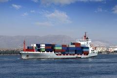 Πλοίο μεταφοράς τυποποιημένων εμπορευματοκιβωτίων Στοκ Φωτογραφίες