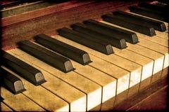 老钢琴钥匙 免版税库存图片