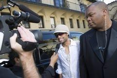 Мужская будучи интервьюированным знаменитость Стоковые Изображения