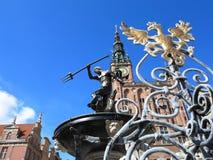 海王星喷泉和市政厅在格但斯克,波兰 免版税图库摄影