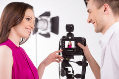 摄影师和模型。 免版税图库摄影