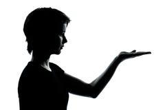 一个年轻少年女孩剪影空的手打开 库存照片
