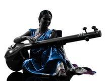 印地安天麸罗音乐家妇女剪影 库存图片