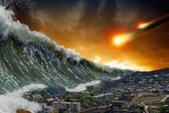 海啸波浪,小行星冲击 免版税库存照片