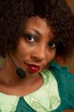 Девушка в центре телефонного обслуживания Стоковые Изображения RF