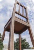 残破的椅子纪念碑在日内瓦 库存图片