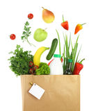 在一个纸袋的健康杂货 免版税库存照片