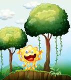 森林的一个微笑的妖怪在峭壁附近 库存照片