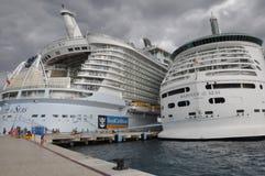 Γοητεία των βασιλικών Καραϊβικών Θαλασσών των θαλασσών & του ναυτικού των θαλασσών Στοκ εικόνα με δικαίωμα ελεύθερης χρήσης
