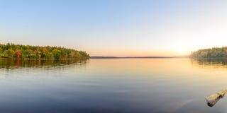 湖全景 免版税库存照片
