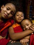 Молодые буддийские монахи Стоковые Изображения