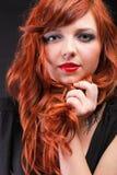 可爱的红头发人-年轻美丽的红发妇女 免版税图库摄影