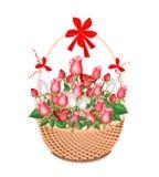 Καφετί καλάθι των καλών άσπρων και κόκκινων τριαντάφυλλων Στοκ Εικόνες