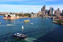 悉尼港口、歌剧院和城市大厦,澳大利亚 库存照片