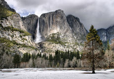优胜美地瀑布在冬天 免版税库存照片