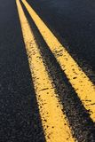 Двойная желтая линия Стоковая Фотография
