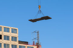 垂悬的装载建筑工地 免版税图库摄影