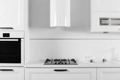 Яркая совершенно новая европейская кухня Стоковые Фотографии RF