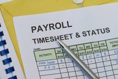 Лист для отметки рабочего времени зарплаты Стоковые Фотографии RF