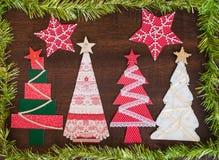 手工制造织品圣诞树。 免版税库存照片