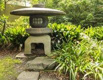 Японский каменный фонарик Стоковое Изображение RF