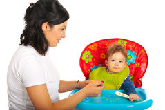 母亲哺养的婴孩 免版税库存图片