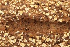五谷黑面包背景。 免版税图库摄影