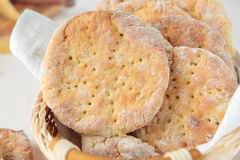 圆的土豆平的面包 库存照片