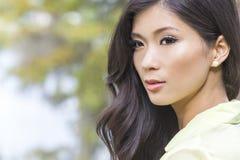 Красивая китайская азиатская девушка молодой женщины Стоковое фото RF