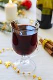 Θερμαμένο κρασί με την κανέλα Στοκ Εικόνα