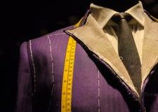 在裁缝的钝汉的衣服 库存图片