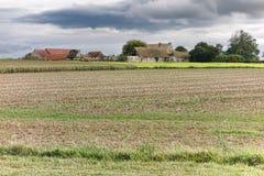 被放弃的农厂和农舍大厦在法国 免版税库存照片